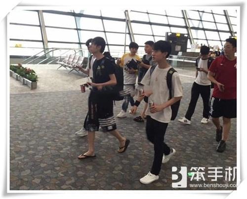 英雄联盟:LPL亚运会代表队出发,双辅助阵容,厂长被Ming替代